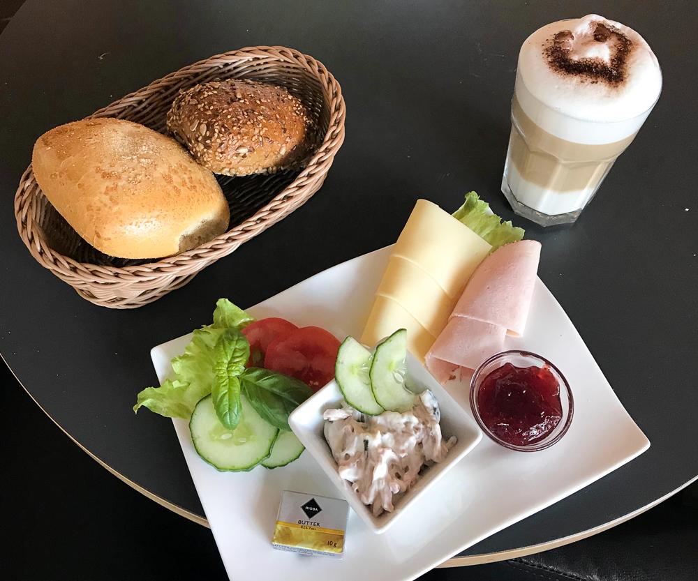 zu/geschlossen: Cafe Chaussee - cafe chaussee fruehstueck kiel 2