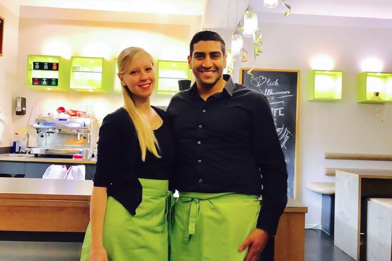 zu/geschlossen: Cafe Chaussee - cafe chaussee kiel hamburger karo enis